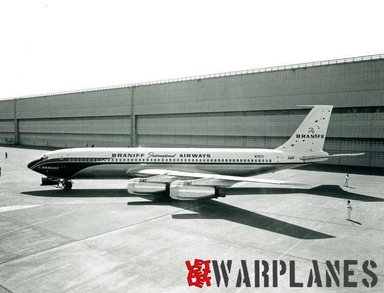 Boeing 707 Braniff N7071