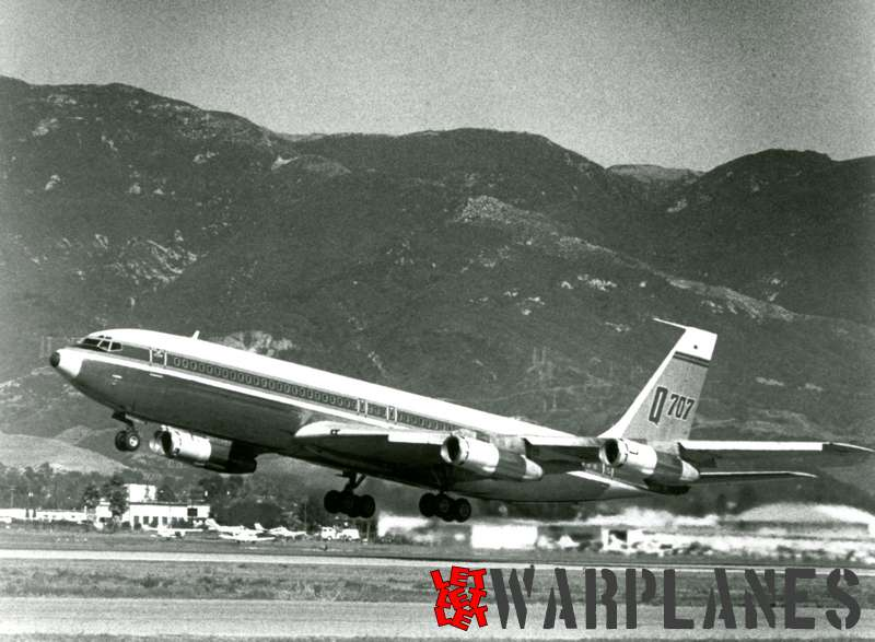 Boeing 707 'Q' model take off at Santa Barbara airport