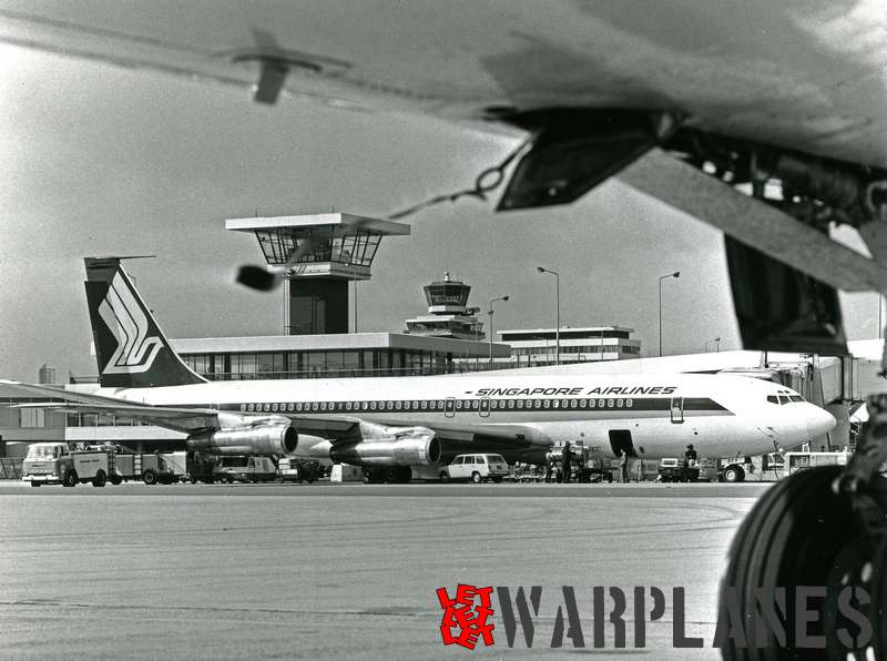 Boeing 707 Singapore Airlines - Schiphol (Capital Press and Photo Service copyright)