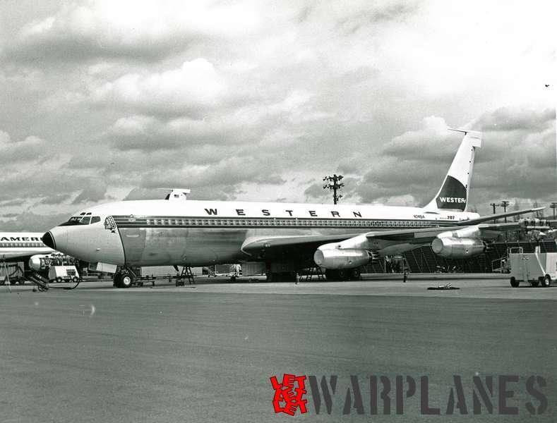 Boeing 707 Western N74614