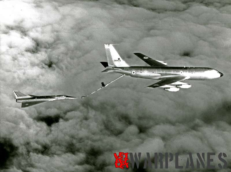 Boeing KC-135F no. 63-8472 Armé de l'Air refuelling Mirage IVA