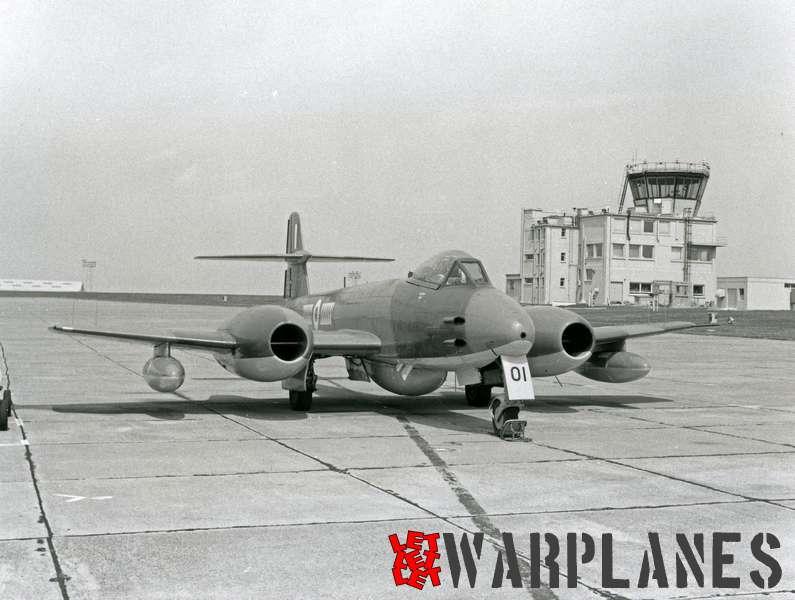 Gloster Meteor F.8 VZ457 used as target tug at RAF Brawdy_1