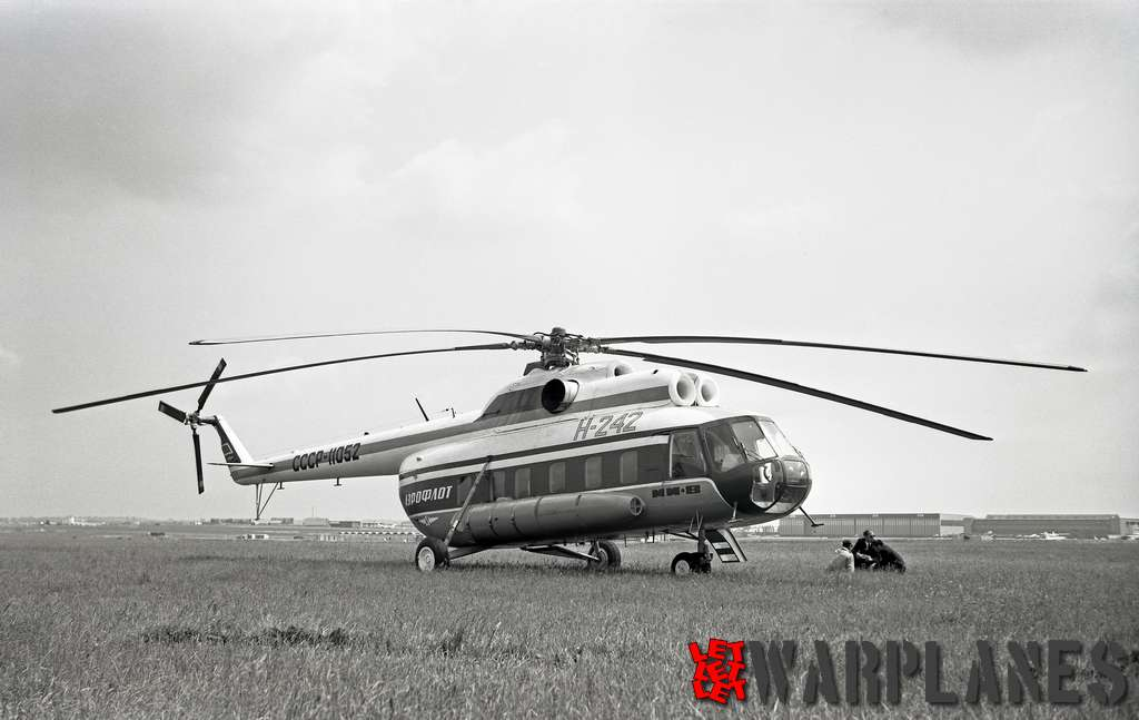Mil-Mi-8-SSSR-11052-Le-Bourget