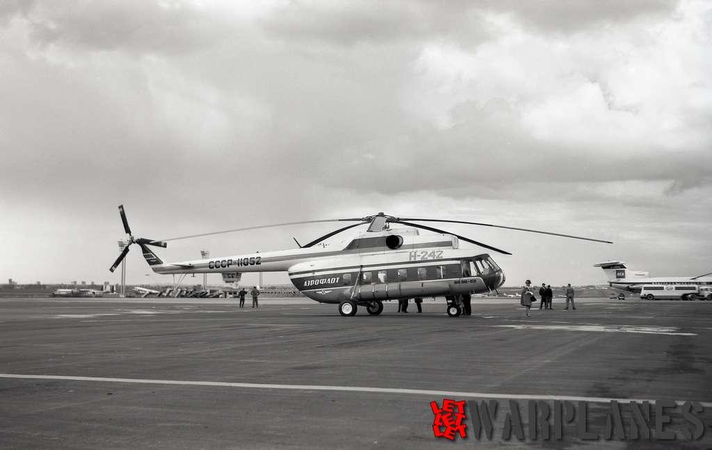 Mil-Mi-8-SSSR-11052-Le-Bourget_2