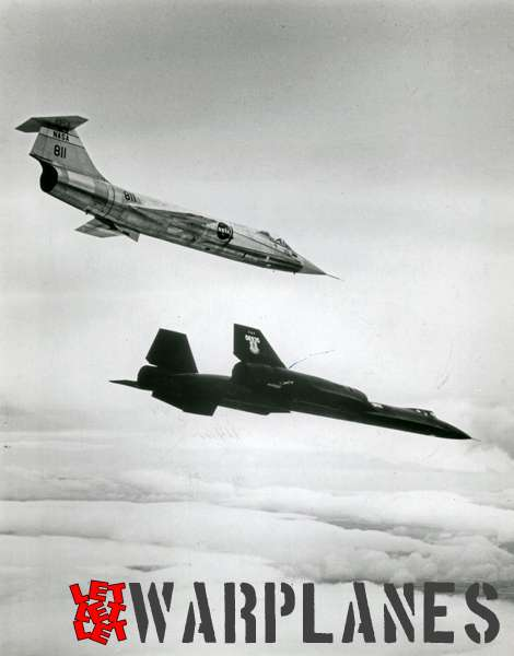 Lockheed SR-71 Blackbird 06935 in formation with F-104 '811' NASA