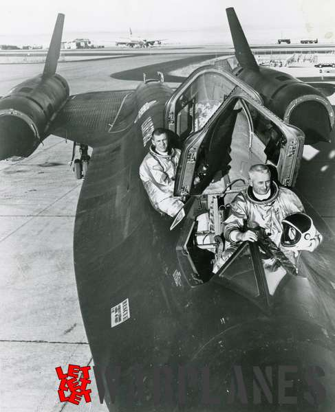 Lockheed SR-71 Blackbird crew setting new world speed record