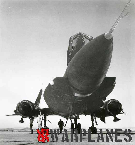 Lockheed SR-71 Blackbird front view_1