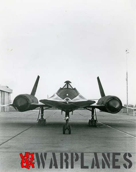 Lockheed SR-71 Blackbird front view_4