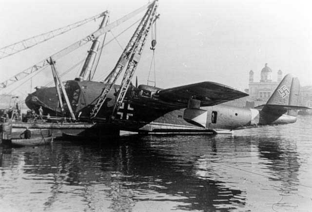 Rare shot of the BV-222V2 hanging under a crane during repair and maintenance work in the harbour of Piraeus. This picture is from the collection of the late Gerhard Geike, one of the test pilots from E-Stelle Travemünde. Geike also flew later the Flettner Fl-282 Kolibrie helicopter!