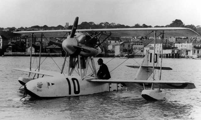 On the photo we see the CAMS 36 at its mooring at Cowes. Carrying the race number 10 and the civil registration F-ESEC this small flying boat was powered by a 360 hp Hispano-Suiza liquid-cooled engine driving a four-bladed tractor propeller. The engine was placed in a well-streamlined central pod on top of the fuselage between the wings. It was flown by Lt. Pelletier d\' Oisy
