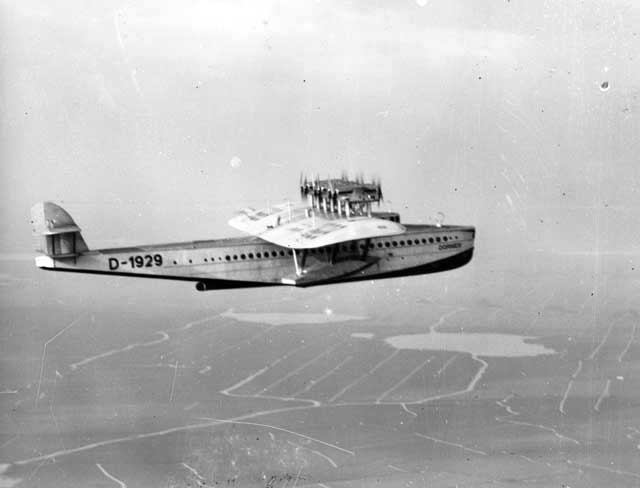 The Do-X in flight near Schiphol airport. This photo was taken from the Fokker C-V reconnaissance plane \'618\' flown by Lt. F. van Bremen and Lt. D.S. Asjes, who escorted the flying boat