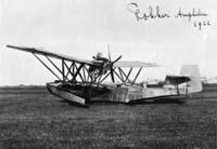 The B.1 amphibian on land. The hand written text on the picture is most likely from Anthony Fokker!