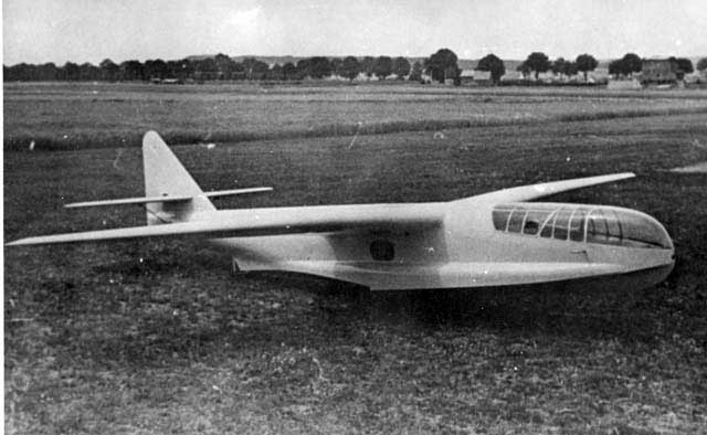 The Göppingen Gö-8 flying glider scale model of the Do-214