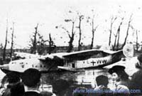 The first flight of the Potez-C.A.M.S. 161 from the Seine river drew a large crowd of spectators!