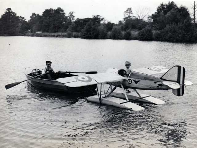 'SS-1' seaplane 'racer'. It was built by personnel of the English naval aircraft station near Colnbrook. With the approval of their superiors they built this 'smallest working floatplane of the world' as a child's toy. It was fitted with a 12 hp engine and everything on it was actually working. It could do eveything but flying!