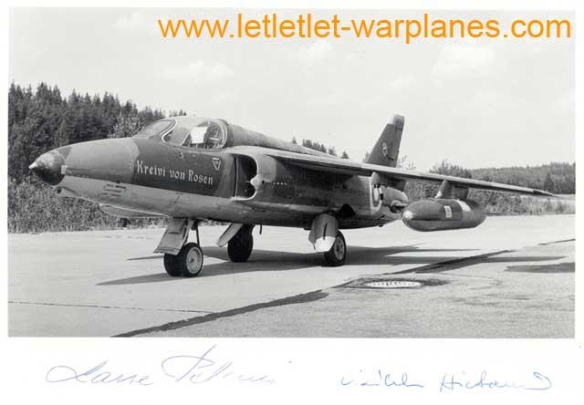 This Finnish Gnat carried the name 'Kreivi von Rosen'. The photo is signed by the pilots who flew it! Photo: Klaus Niska via Göran Bruun