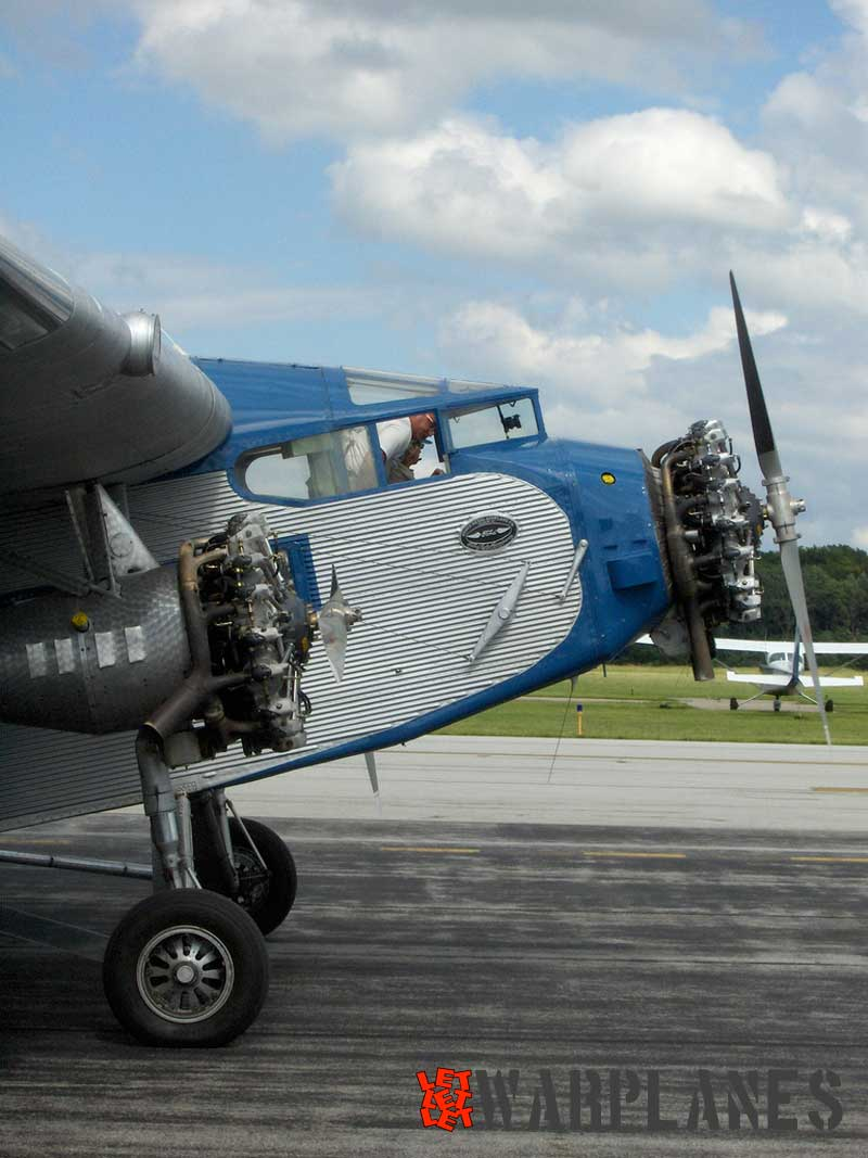 Ford 4-A-T-E Trimotor NC8407