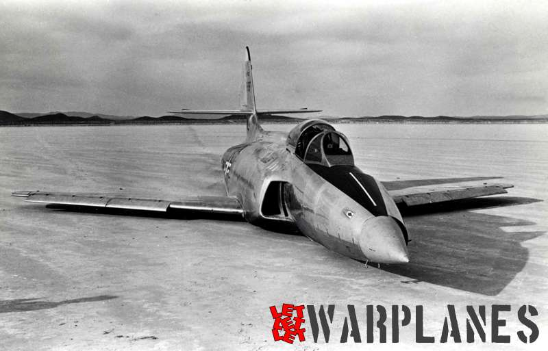 The second XF-90 prototype no. 46-688 was much less photographed than the first one, but as we can see it ever made a model wheels-up landing on the lake-bed near Edwards AFB.